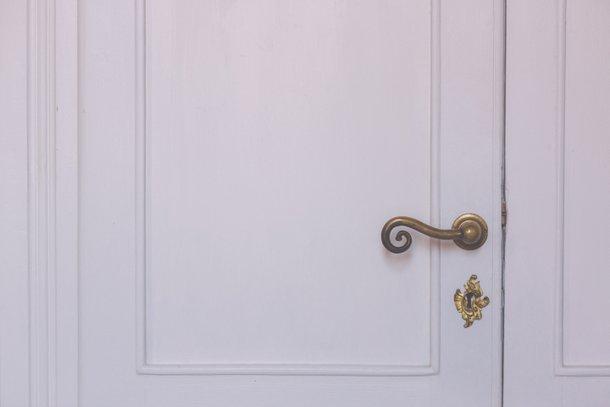 I Cucali | Bed & Breakfast Fronte mare | particolare maniglia e serratura